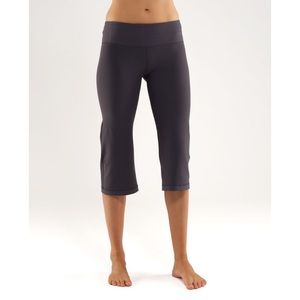 Lululemon Groove Crops in Gray [Size 8]